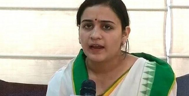 Mulayam Singh younger daughter-in-law joins politics