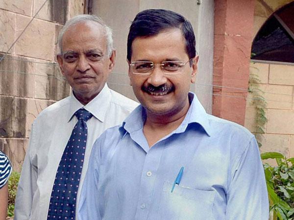 Arvind Kejriwal seeks Sri Sri