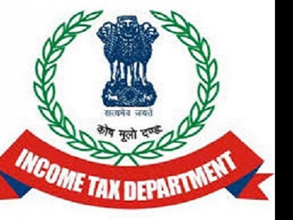 UP Rickshaw puller received IT notice asking him to pay over Rs 3 crore tax,he approaches cops
