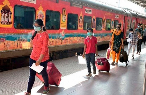 Railways to Impose Fine up to Rs 500 for Not Wearing Masks in Trains and Stations Premises