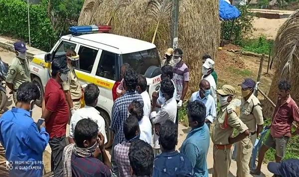 dalitmanbeatenandheadtonsuredinandhrapradeshpolicestationtwocopssuspended