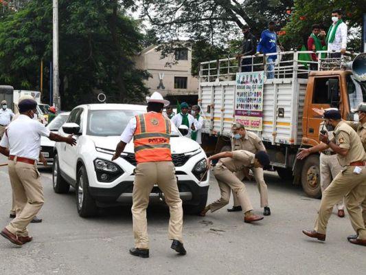 bharatbandh:protestordrivingacarrunsoverdcpsfootinbengaluruarrested;topcopinhospital