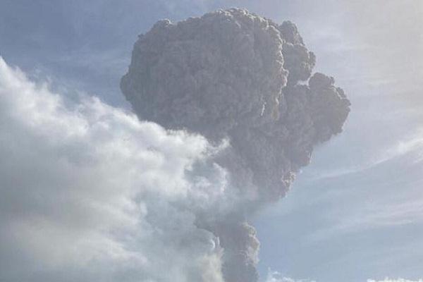 volcanoeruptsoncaribbeanislandofstvincent