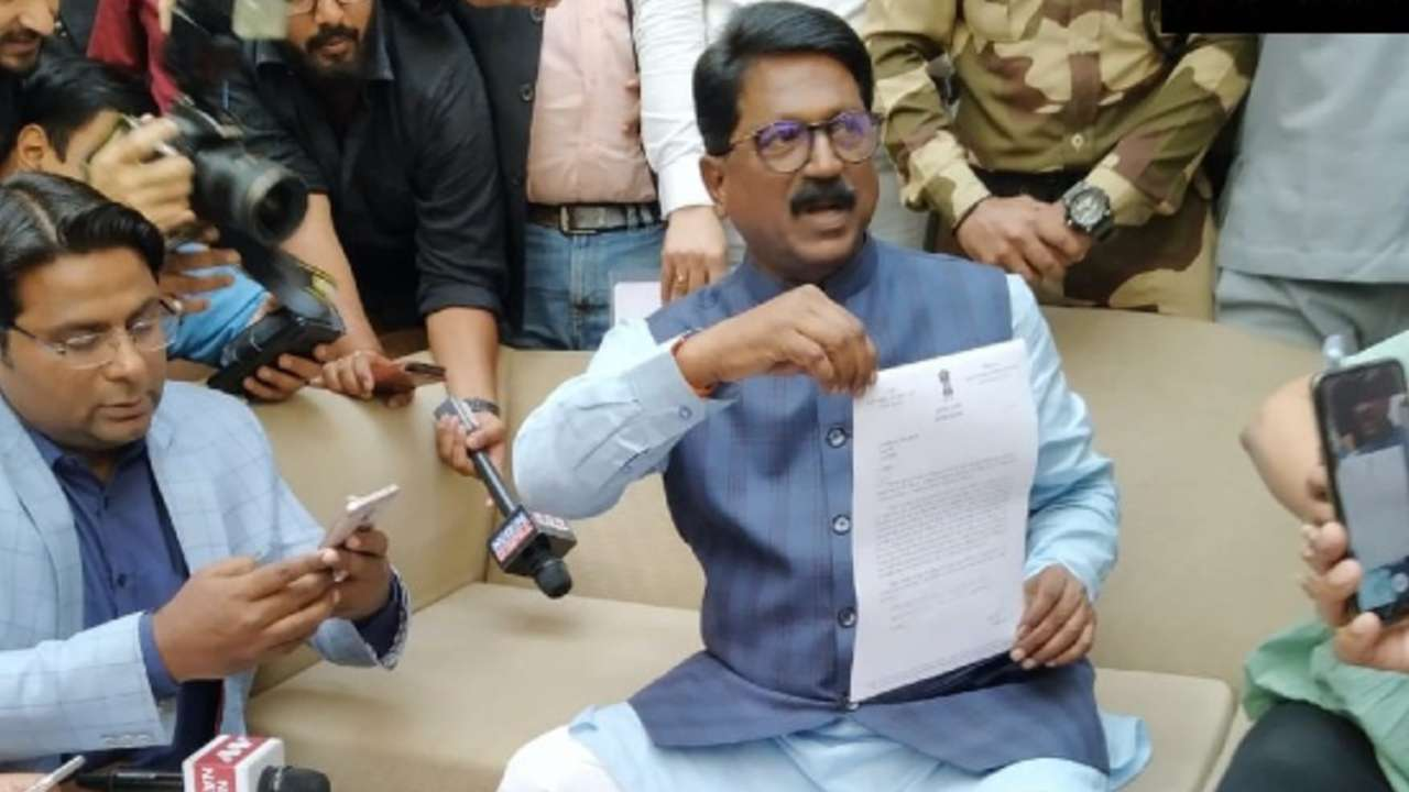 Maharashtra impasse: BJP hurt the pride of Uddhav Thackeray, says Shiv Sena MP Arvind Sawant
