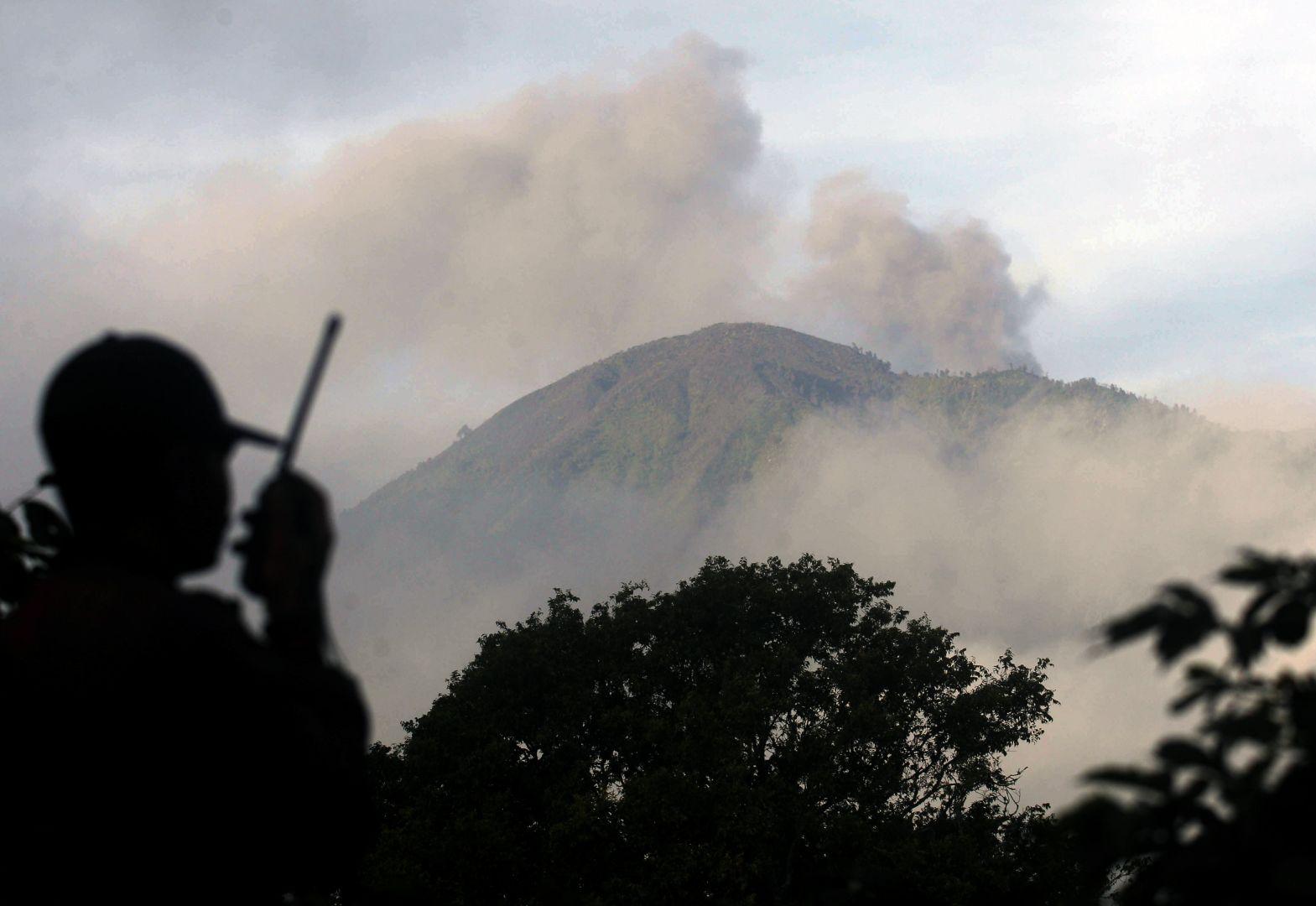 eruptionofindonesianvolcanosparkstravelchaos