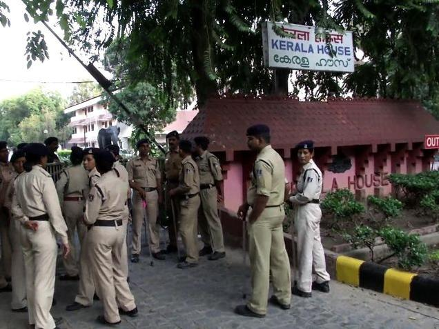 Ruckus at Kerala House canteen over serving