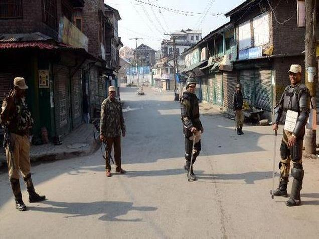 Curfew continue in parts of Srinagar