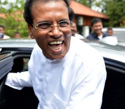 Sri Lanka election: Rajapaksa concedes defeat