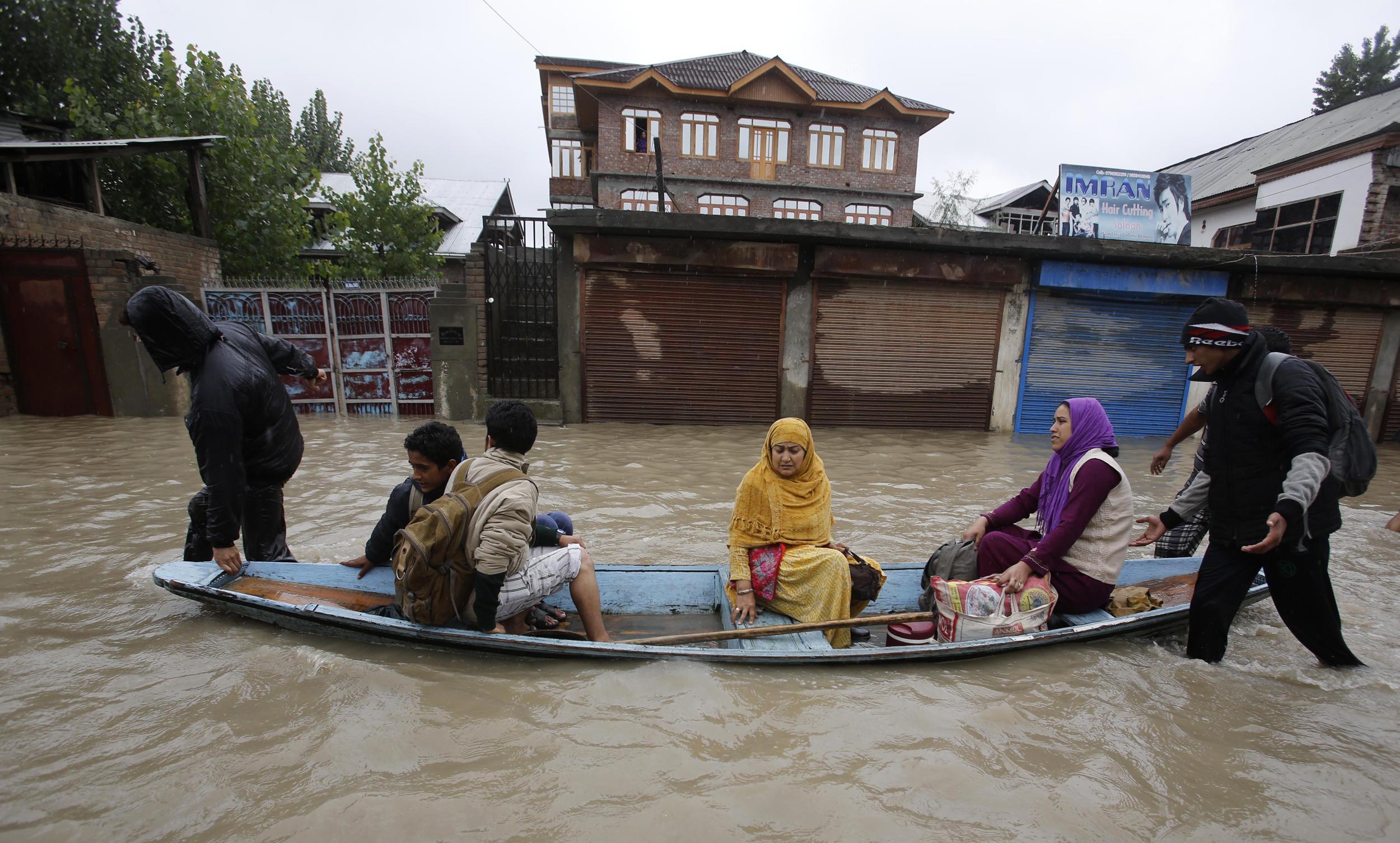 More rains in Kashmir, Jhelum recedes