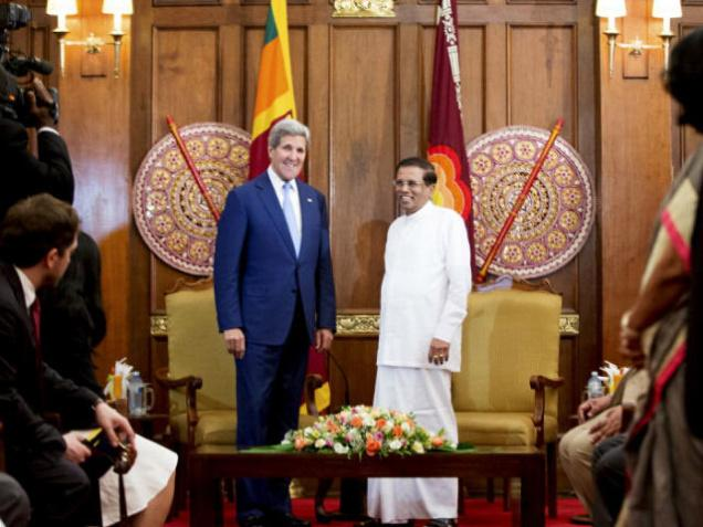 John Kerry arrives in Sri Lanka