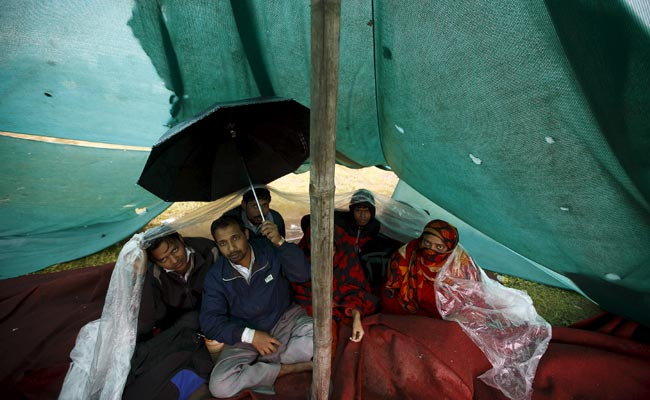 Indians flee Nepal after earthquake, leaving behind jobs