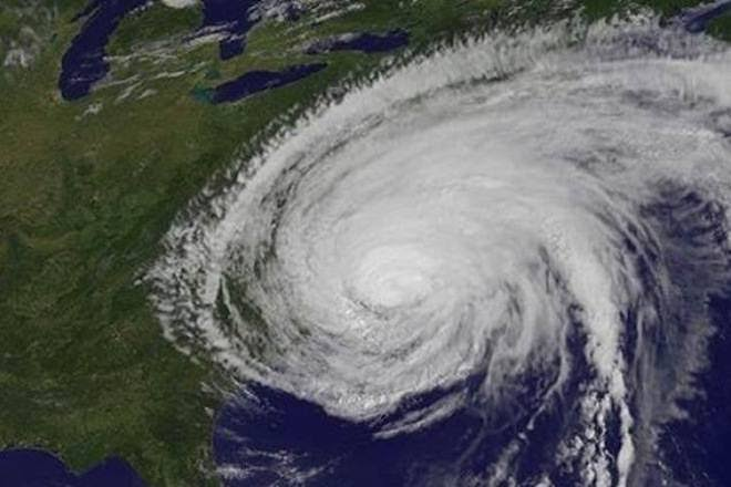 cyclonehikaaintensifiestocrossomantonight