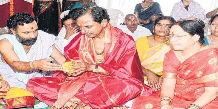 Chandi Yagam by KCR begins in Erravalli