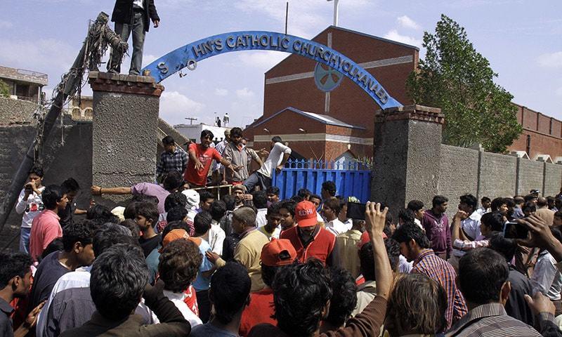 15dead80injuredinsuicideblastsinpakistan