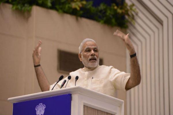 Modi likens grand alliance partners to '3 Idiots