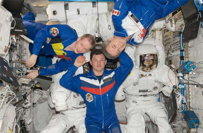 Space station crew land in Kazakhstan