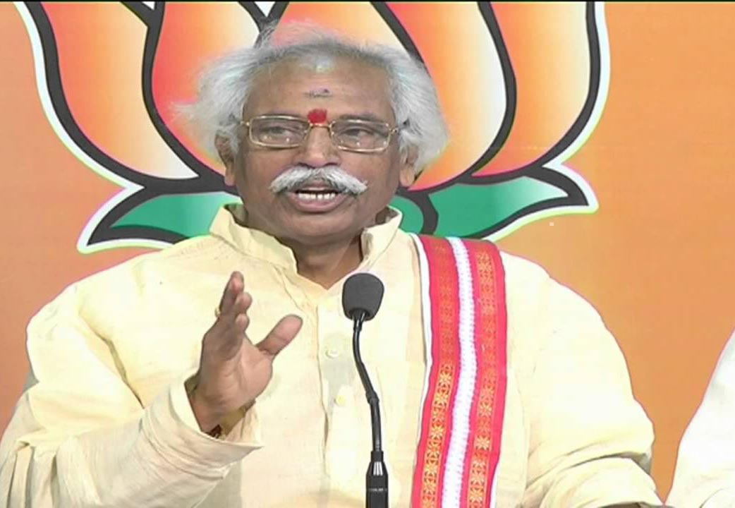 Bandaru Dattatreya faces charges  of aiding the suicide of scholar  HCU