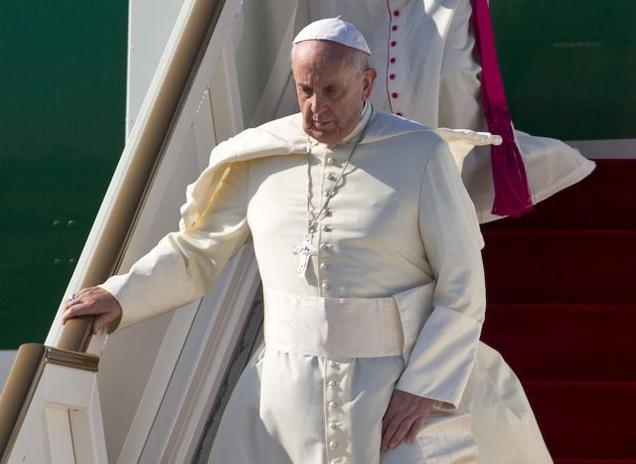 Pope Francis starts Asia tour, arrive in Sri Lanka
