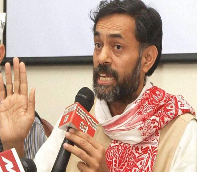 Yogendra, Bhushan launch open attack on Kejriwal
