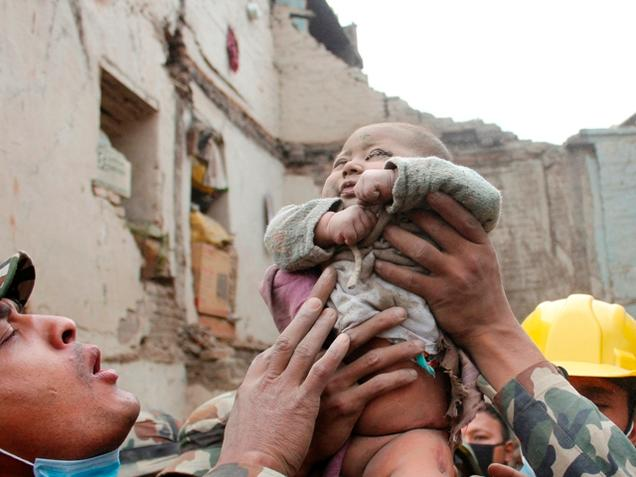 Army finds it tough to reach aid to Nepal villages
