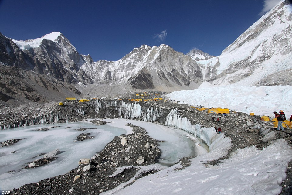 22 climbers dead in avalanche at Mount Everest