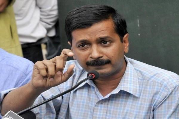 Security  lax by police attack on Kejriwal